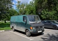 Цельнометаллический фургон Mercedes-Benz #У 229 ХЕ 197 . Москва, улица Космонавта Волкова