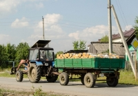 Трактор Беларус-82.1 (МТЗ-82.1) #9821 СТ 66 с прицепом типа 2ПТС-4 #7374 СО 66  . Свердловская область, Луговской, Тугулымская улица