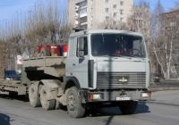 Седельный тягач МАЗ-6422 #О 037 РУ 72 в составе автопоезда . Тюмень, улица 50 лет Октября