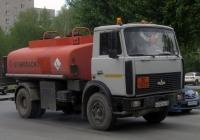 Топливозаправщик ГрАЗ на шасси МАЗ-5337 #О 242 ХН 72 . Тюмень, улица 50 лет Октября