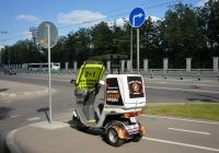 Грузовой мотороллер, предназначенный для рекламы и доставки пиццы. Москва, Большая Академическая улица