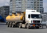 Седельный тягач МАЗ-5440А9 #А 550 РР 159 с полуприцепом-топливозаправщиком НефАЗ. Тюмень, улица Федюнинского