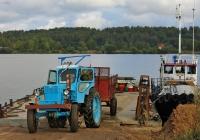 Трактор Т-40АМ #4675 НХ 37 с полуприцепом 1-ПТУ-4 въезжает на паром. Ивановская область, Стрелка