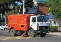 Машина вакуумная подметально-уборочная КО-326 на шасси МАЗ-5337А2 #М 589 ЕА 123. Анапа, Крымская улица