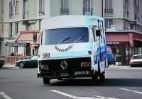 """Фургон Saviem SG2, скрин из фильма """"Вне закона"""" (1983) с Жан-Полем Бельмондо в главной роли.. Франция, Париж"""