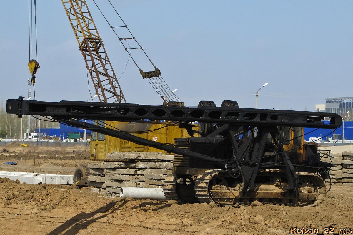 Сваебойный копер СП-49Д на базе трактора Т-170Б. Алтайский край, Барнаул, улица Солнечная поляна