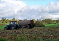 МТЗ-1221 внесение жидких органических удобрений. Беларусь, Витебская область, Витебский район, Рудаково