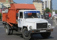 Мусоровоз КО-440-1 на шасси ГАЗ-3307 #Х 571 КВ 123. Анапа, Красноармейская улица