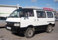 Микроавтобус Nissan Vanette #А 268 УХ 72 . Тюмень, улица Дмитрия Менделеева