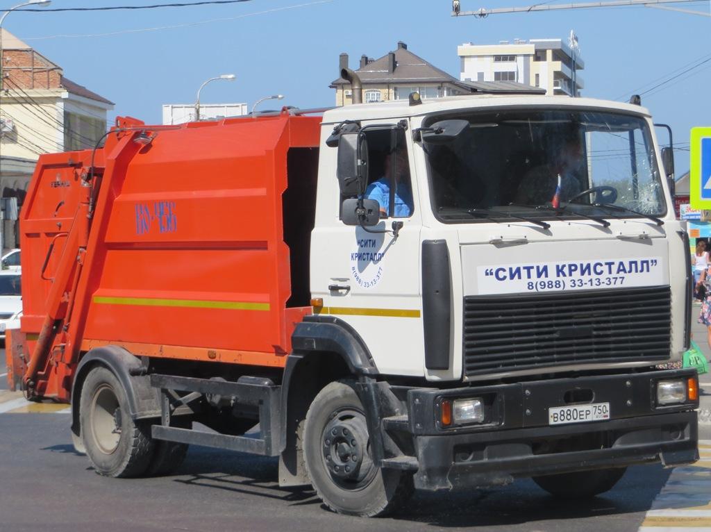 Мусоровоз КО-456-10 на шасси МАЗ-4380Р2 #В 880 ЕР 750. Анапа, Крымская улица