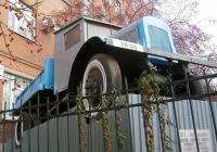 Самосвал ЯС-1 на постаменте . Екатеринбург, Сибирский тракт