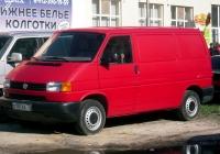 Цельнометаллический фургон Volkswagen Transporter T4 #О 107 ЕА 72 . Тюмень, Ямская улица