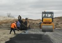 Дорожно-строительная техника на укладке асфальта. Белгородская область, Алексеевский район