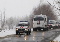 ВАЗ-21214 во главе колонны машин МЧС РФ. Алтайский край, Барнаул, дорога к посёлку Затон