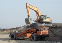 Экскаватор Hyundai R 300LC-9S и скрепер МоАЗ-6014. Крым, Бахчисарайский район