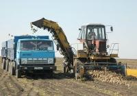 КамАЗ-5320 # Е 755 ММ 31 с прицепом и корнеуборочная машина МКК-6. Белгородская область, Алексеевский район