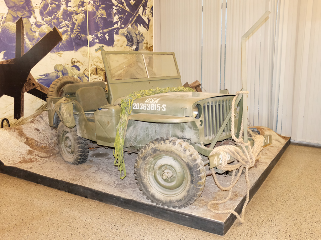 Армейский автомобиль Джип Виллис (Willys MB) . Москва, улица Советской Армии (Центральный музей Вооружённых Сил Российской Федерации)