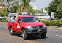 Пикап Mitsubishi L200 #5I-7862, оборудованный для перевозки пассажиров. Мьянма, Янгон