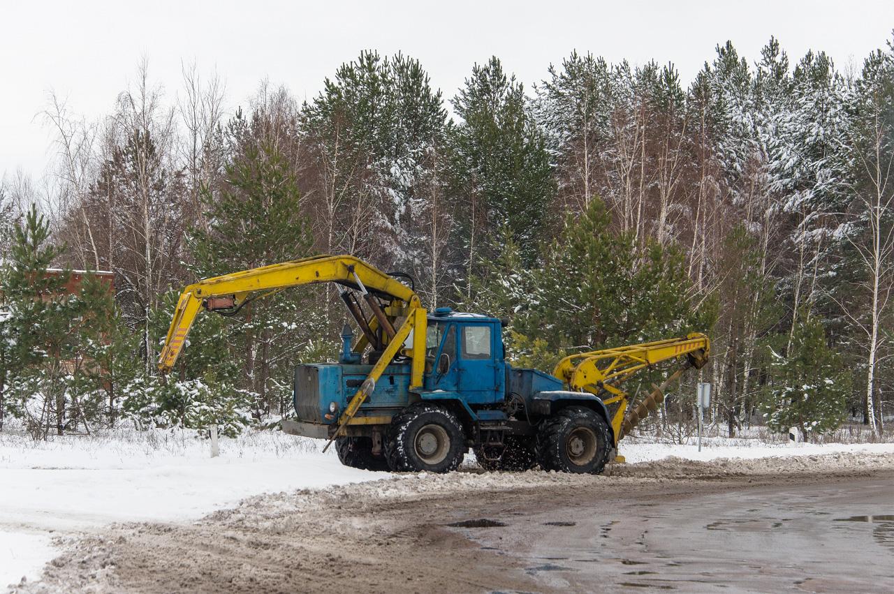 Бурильно-крановая машина БКУ-2М на базе трактора Т-150К #Т 5427 КМ. Житомирская область, Коростенский район, с. Полесское