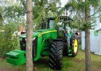 Трактор John Deere 8335R на выставке АгроОмск-2017. Омская область, город Омск, проспект Академика Королева, выставочный парк