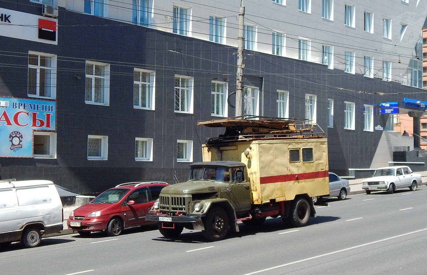 Автоподъёмник для ремонта контактной сети АП-7М на шасси ЗиЛ-431412  # Е 451 ТХ 46. г. Курск, ул. Радищева