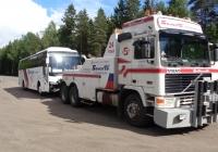 Эвакуатор на базе Volvo F12* #В 756 КР 78 буксирует автобус. Ленинградская область,трасса Е-18