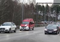 Пожарный автомобиль на шасси Mercedes #SKO-118 в транспортном потоке . Финляндия, Порвоо