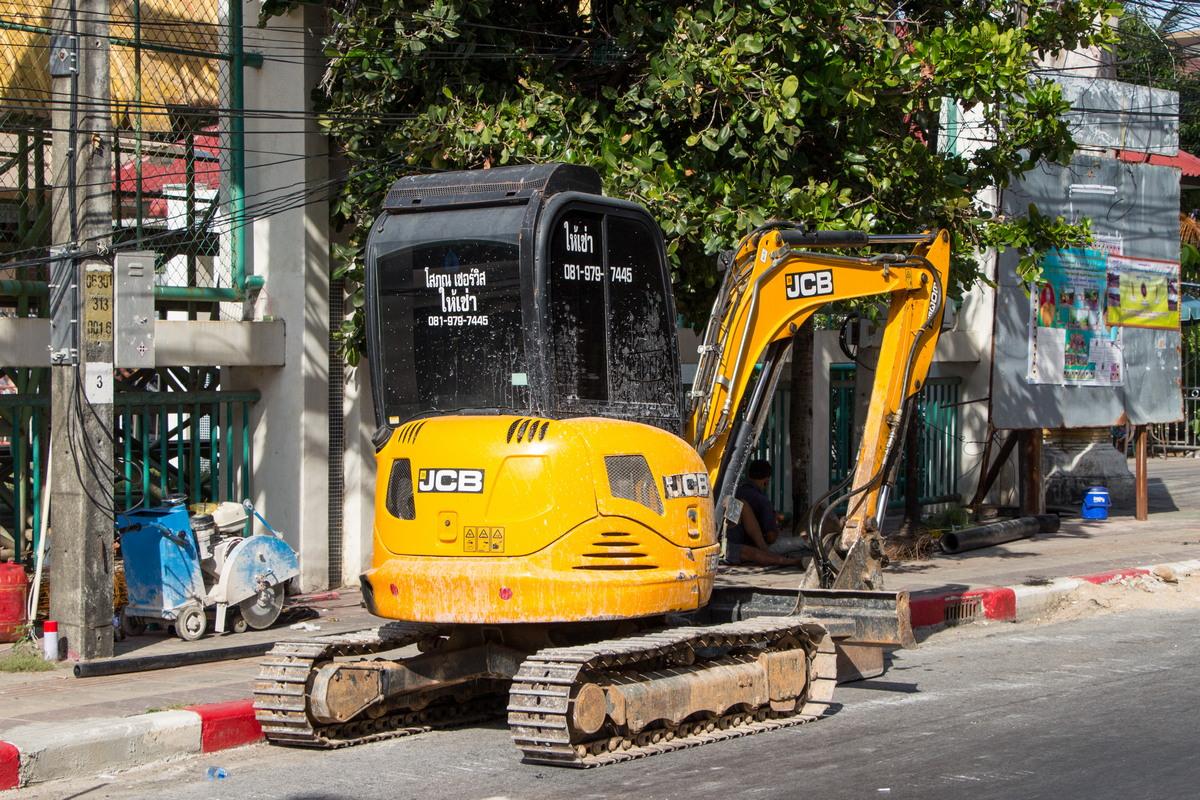 Экскаватор JCB 8035. Таиланд, Пхукет, Патонг