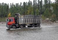 Самосвал Scania P400. Республика Якутия, дорога из Эльгинского угольного разреза к пункту погрузки