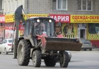 Экскаватор-погрузчик типа ПЭ-82 на базе трактора Беларус-82П. Курган, Станционная улица