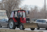 Трактор Беларус-920 с бульдозерным ножом. Курган, улица Ленина