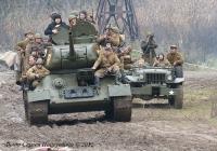 Танк Т-34-85 и Dodge WC-51. Реконструкция ВОВ.. Киев. пос. Пирогово.