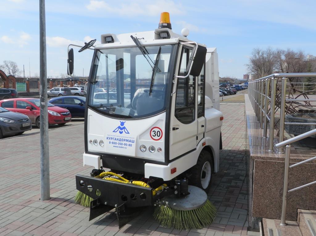 Универсальная уборочная машина УКМ-2500. Курган, Сибирская улица