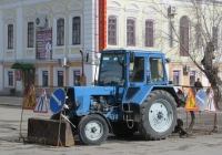 "Трактор МТЗ-80 ""Беларусь"" с бульдозерным ножом.  Курган, улица Куйбышева"