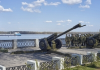 122-мм гаубица Д-30 парадного расчета. г. Самара, набережная реки Волги