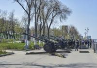 122-мм гаубица Д-30 парадного расчета. Самара, набережная реки Волги