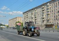 """Трактор МТЗ-82.1 """"Беларус"""" с прицепом . Москва, Варшавское шоссе"""