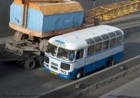 Гусеничный кран МКГ на трейлере ЧМЗАП-5212А.. Киев. ул. О. Телиги.