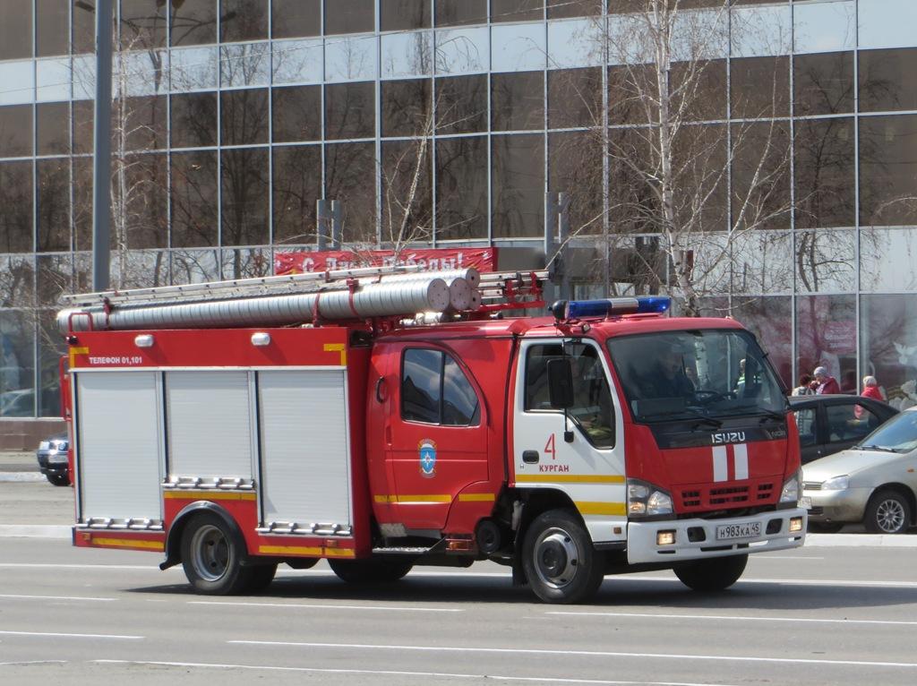 Пожарная автоцистерна АЦ-2,0-40/2(NQR75P) на шасси Isuzu NQR 75 R #Н 983 КА 45. Курган, улица Ленина