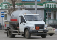"Автомобиль для перевозки сжиженного газа 4389JD на шасси ГАЗ-C41R13 ""ГАЗон Next"" #Р 951 МЕ 45 . Курган, улица Куйбышева"