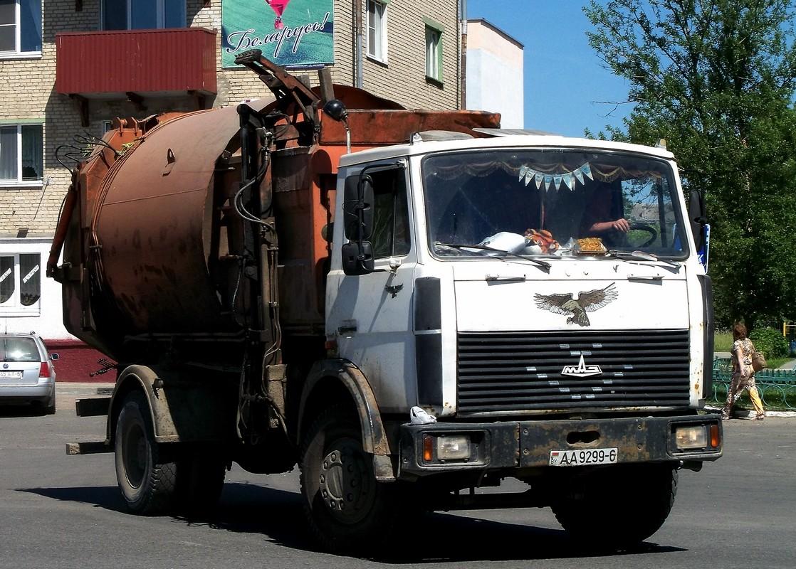 Мусоровоз на шасси МАЗ-5337 #АА 9299-6. Беларусь, Могилёвская область, Кричев
