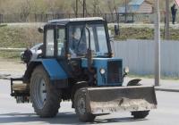 Трактор Беларус-82.1 (МТЗ-82.1) с бульдозерным ножом. Курган, улица Климова