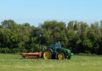 Трактор  John Deere 7930 с навесным культиватором. Белгородская область, Алексеевский район, с. Щербаково