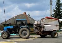 МТЗ-1221 с загрузчиком сеялок. Беларусь, Могилёвская область, Краснополье