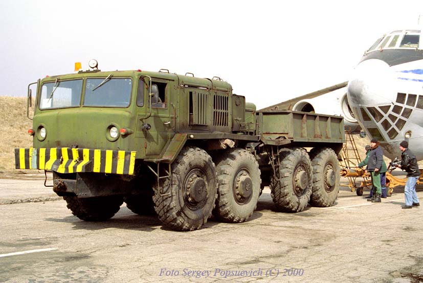 Аэродромный тягач КЗКТ-537Л. Запорожье, аэродром