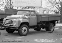 """Бортовой грузовик ЗиЛ-138А на выставке """"Автопром-84"""" . Москва, ВДНХ"""