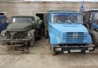 Поливомоечная машина АКПМ-3 на шасси ЗиЛ-431412 и грузовой автомобиль ЗиЛ-4331 # Х 995 ВН 60. Псковская область, город Порхов