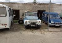 Автоцистерна для перевозки молока на шасси ЗиЛ-130 # Р 621 АМ 60. Псковская область, город Порхов
