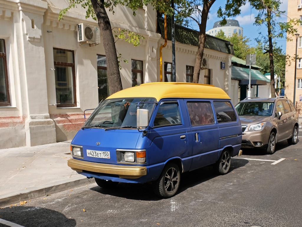 Микроавтобус Toyota #Н 423 ЕТ 150 . Москва, Миусская площадь