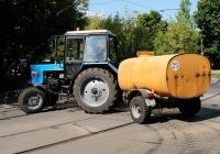Коммунальная уборочная машина на базе трактора Беларус (МТЗ-82.1) с цистерной для полива #8430 АЕ 77 . Москва, улица Дубки